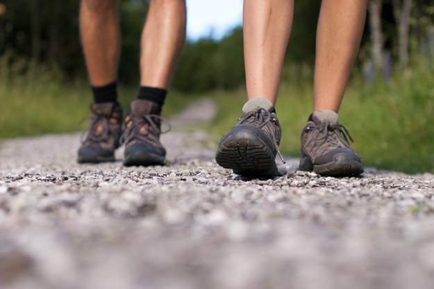 Follow a Trail   Great First Date Ideas That Won't Break The Bank   unconventional date idea
